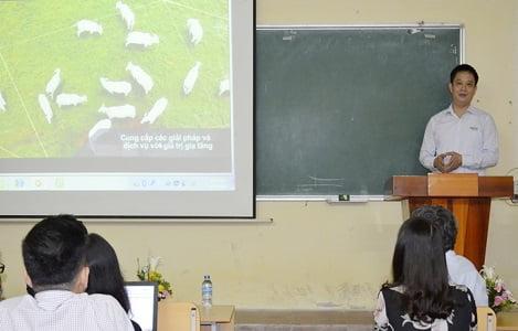 Tập đoàn Neovia: Tài trợ khóa học tiếng Anh cho sinh viên Khoa Chăn nuôi