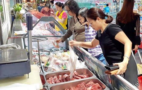 Giải bài toán thịt lợn nhập khẩu: Tổ chức lại chăn nuôi để tăng sức cạnh tranh