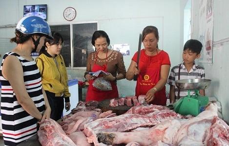 3 lần khai trương, hàng thịt sạch vẫn vắng vì quen dùng thịt nóng