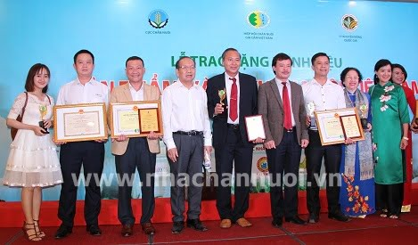 """Neovia Việt Nam vinh dự nhận danh hiệu """"Sản phẩm Vàng chăn nuôi Việt Nam lần thứ II"""" năm 2018"""