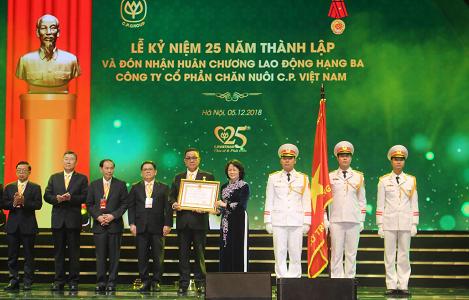 Công ty C.P Việt Nam: Kỷ niệm 25 năm thành lập và đón nhận Huân chương Lao động Hạng Ba