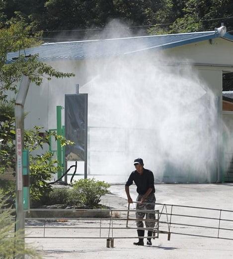 Cảnh sát cũng được yêu cầu tham gia ngăn chặn dịch lây lan  Tổng hợp: K.LONG Nguồn