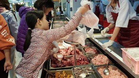 Hà Nội thiếu khoảng 3.500 tấn thịt lợn phục vụ Tết