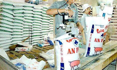 VCCI đề nghị điều chỉnh quy định về tập huấn nghiệp vụ lấy mẫu kiểm tra nhà nước về chất lượng thức ăn chăn nuôi